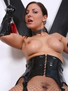 femme brune domina tel bdsm gros seins latex et résilles