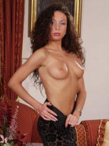 sexe tel cougar seins nus