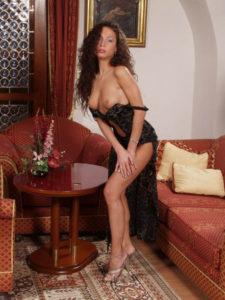cougar seins nus au sexe tel